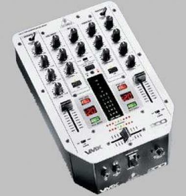 Mischer Behringer VMX 200>